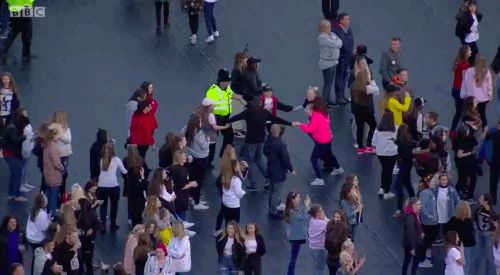 People Are So Emotional Over This Police Officer Who Danced With Kids During The One Love Manchester Concert