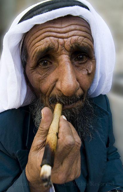 pinterest.com christiancross  :  ..SMOKING …Gerusalemme, Israele - faces of the people