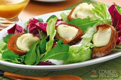 Receita de Salada verde ao molho francês com torradas em receitas de saladas, veja essa e outras receitas aqui!
