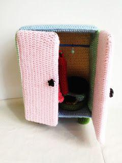 Amigurumi Doll Furniture: Pastel Closet ~ Free Pattern  http://yaprakamigurumi.blogspot.de/p/free-pattern-yapraks-pastel-closet.html