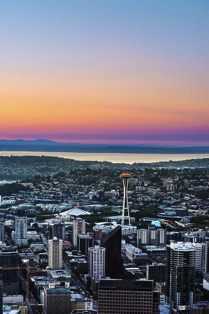 Azules, rojos, amarillos. Todos los colores se dibujan en el horizonte de la ciudad de #Washington.
