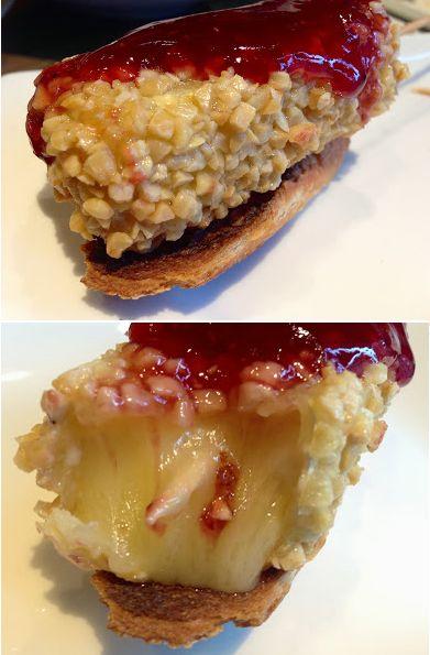 Montadito de Camembert crujiente de almendras con mermelada de Frambuesa.
