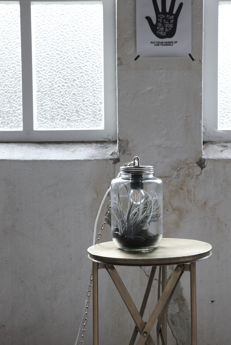 Tafel Brass: http://webshop.newroutz.nl/tafels/bijzettafel-ohio.html