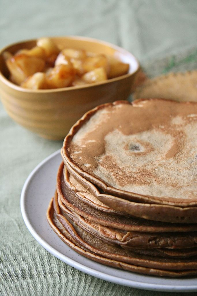 Gingerbread Pancakes with Chunky Apple Compote