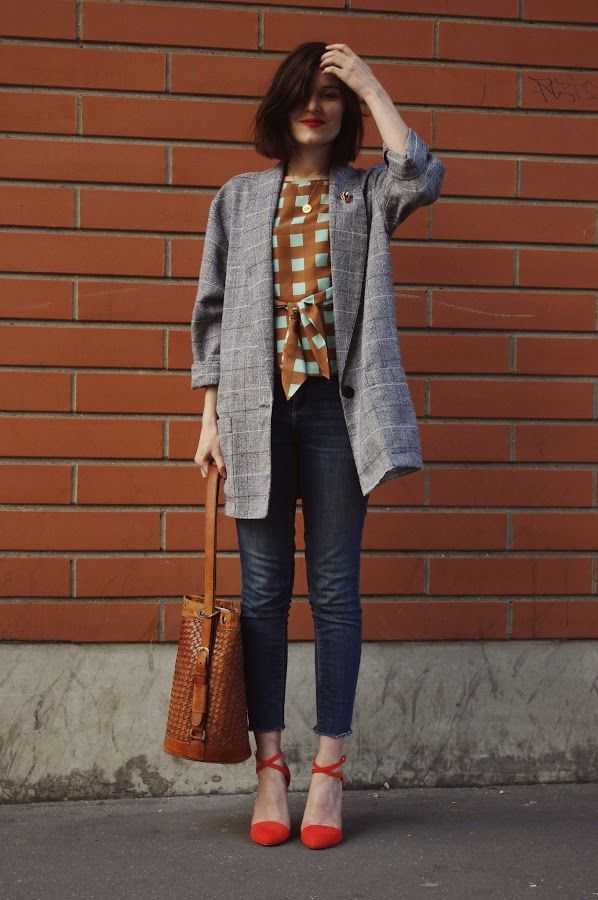 A similar outfit with a classic pair of shoes could work for the gallery, certain client meetings and casual dinners.