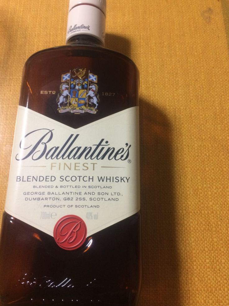 Ballantine's finest.  Love lives in sealed bottles of regret. 全て予測通りだと、涙もなく。身体よりも、くちづけを交わすほうが重たい行為だと思うが。