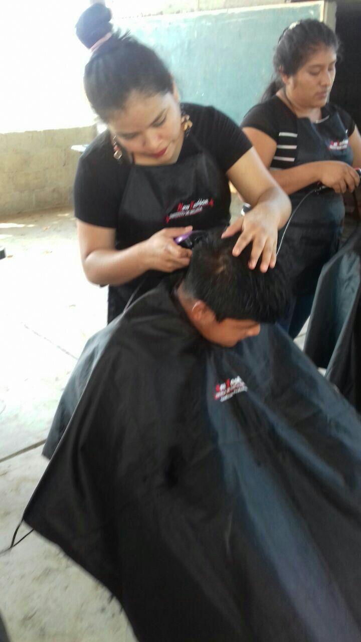 Cortes de cabello, cortes caballero, práctica de corte, servicios de corte, alumnas