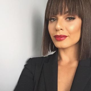 The equally beautiful and talented @colettewerden in our Style Icon bright red Marilyn Lipstick. Doesn't she look incredible?! #adorncosmetics #styleicon #marilyn