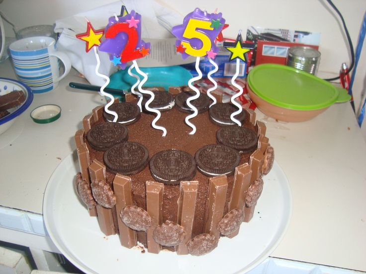 Pinata Kitkat cake