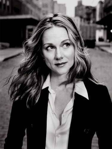 Laura Linney  1964  (Truman show, The Nanny Diaries, The Squid and the Whale)