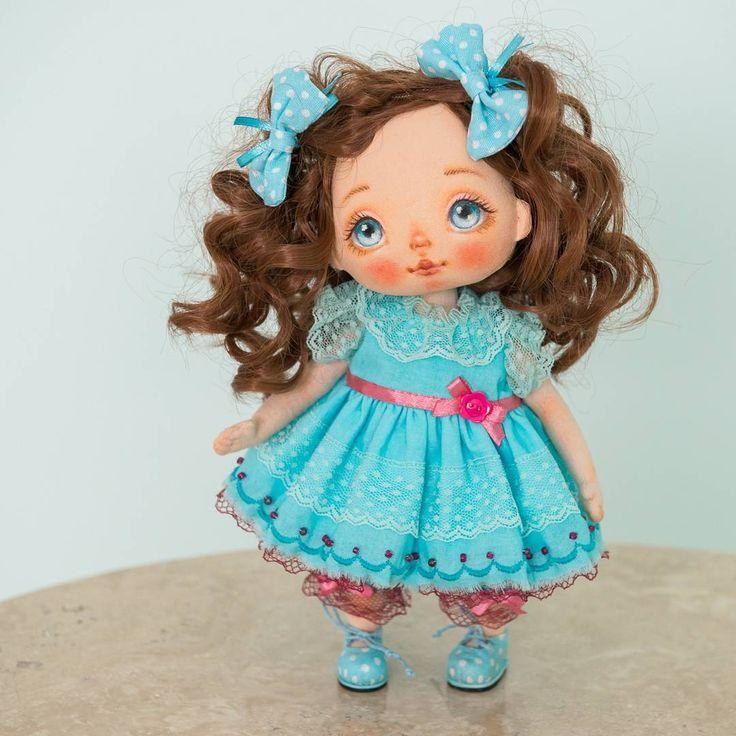 #alicemoonclub #ooak #fabricdolls #handmade #clothdoll #heirloomdoll #cotton #doll #homedecor #interiordolls #artwork #인형#娃娃 #kawaii #artdolls #vintage #unique #picoftheday #puppet #dollmaker #etsyseller #like4like #dollstagram #handmadedoll #dollscollection #dollforsale #giftideas #chery #softdoll #etsyshop  Sold. Малышка продана. Просто покажемся в ленте