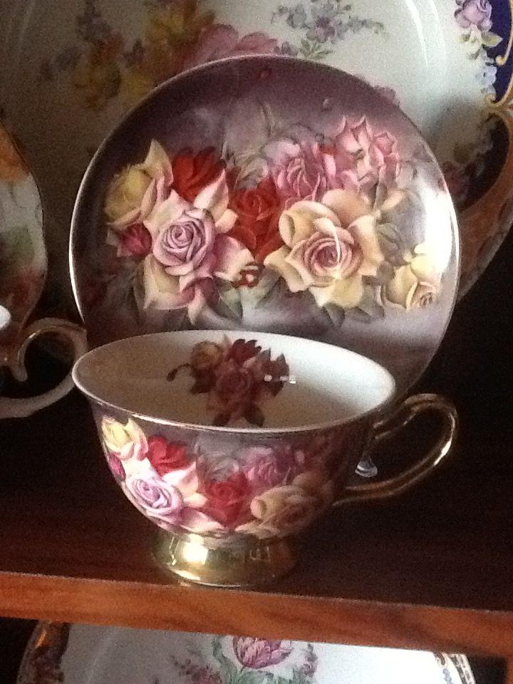 Šálek na čaj * porcelán s malovanými krásnými růžemi a zlatem zdobeným šálkem ♥♥♥