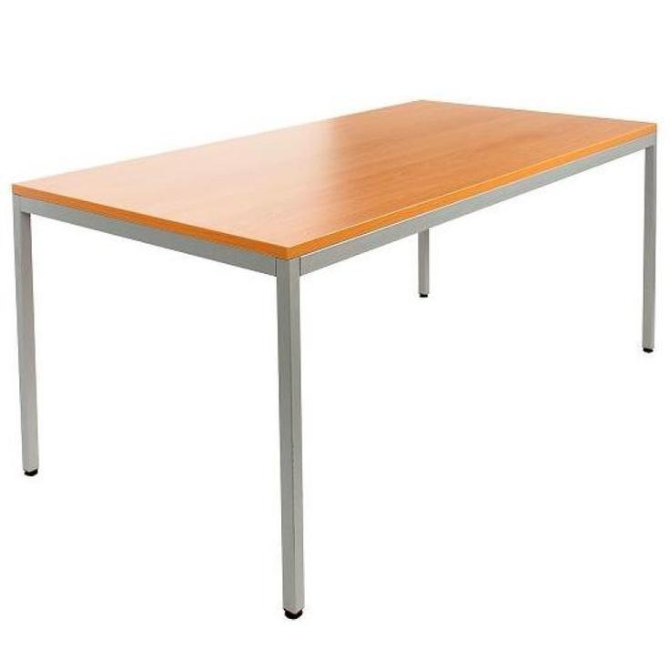 Deze stabiele rechthoekige bureautafel 160x80cm. is geschikt voor meerdere ruimtes. U kunt de tafel uitstekend als bureautafel gebruiken, maar hij is ook zeer geschikt als kantinetafel of als vergadertafel. De tafel is voorzien van een 4-poots onderstel inclusief stelvoetjes. Het bureau blad is een zeer kwalitatief hard blad met een dikte van 25mm. Leverbaar in iedere gewenste kleurcombinatie.