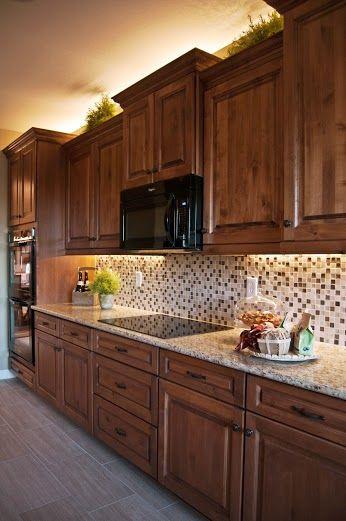 Cocina de madera de roble, práctica y bonita.