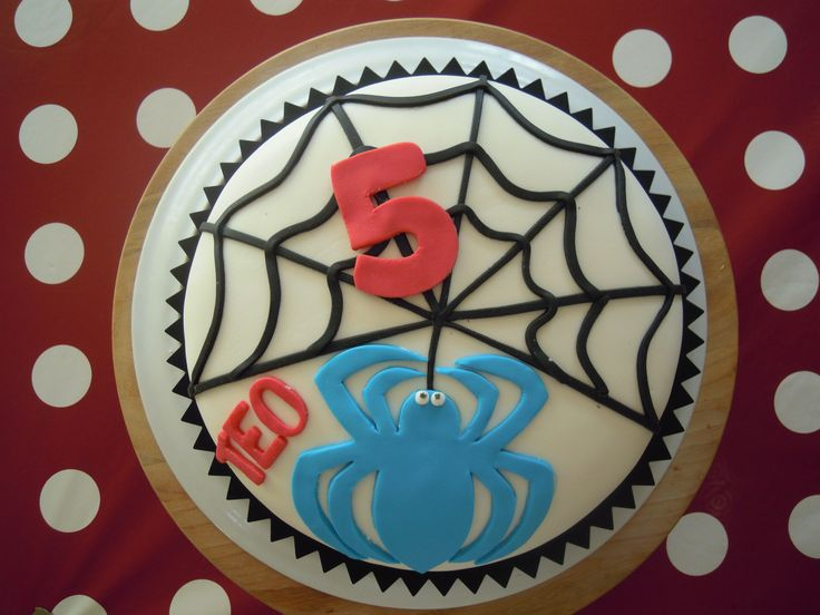 TORTA SPIDERMAN http://creandosicrescecrescendosicrea.tumblr.com/post/56318123293/torta-spiderman-per-teo