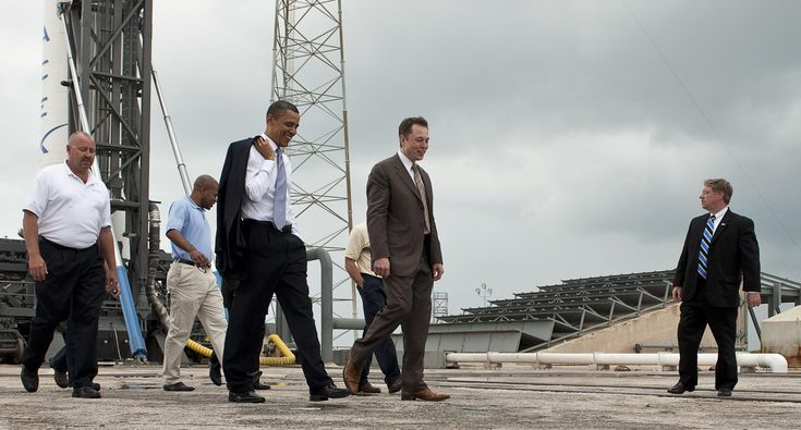 Elon_Musk_gives_tour_for_President_Barack_Obama.jpg (2487×1336)