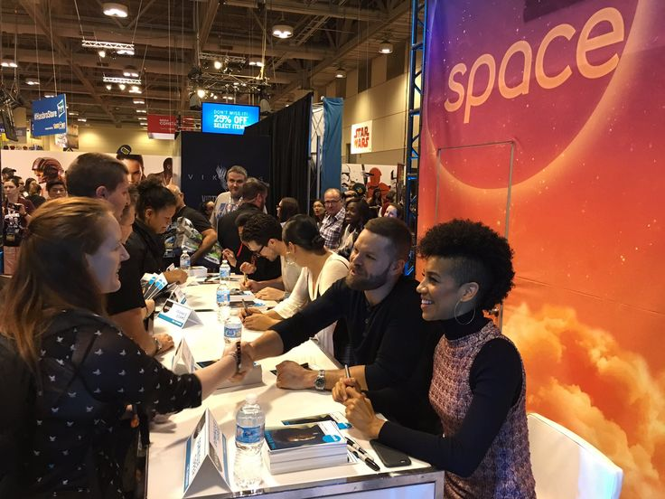 "Space Channel mentions from FanExpo. ""Some lucky fans getting an autograph from the cast of #TheExpanse!"""