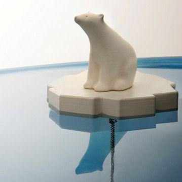 Cool isbjörn som sitter på ett isflak (fastkedjat i ...