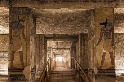 Pohled směrem ven z hrobky královny Tausret.