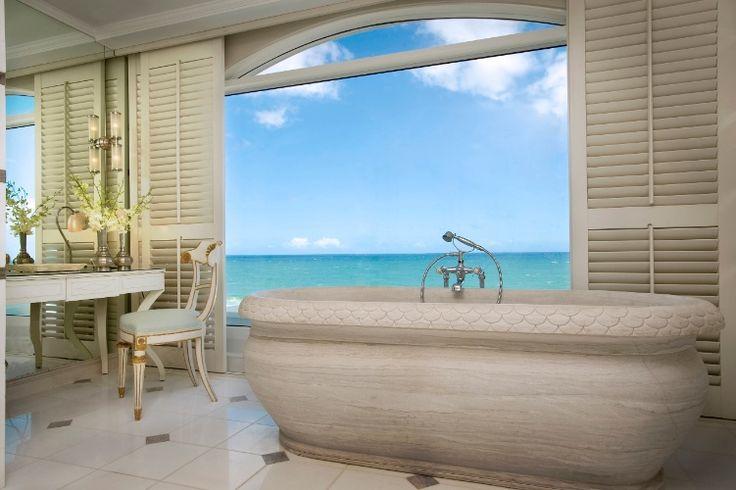 A 18km de Durban, na costa leste da  África do Sul, o hotel The Oyster box tem vista para o oceano Índico e acesso direto à praia. A suíte presidencial (foto), chamada Prestige, tem dois andares, piscina privativa e 246m² de área. Custa a partir de 3.180 euros por noite (cerca de R$ 11.200). Mais informações: www.grandluxuryhotels.com/hotel/the-oyster-box (Preços consultados em outubro de 2016 e sujeitos a alterações)
