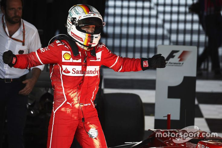 Sebastian Vettel, Ferrari, fête sa victoire