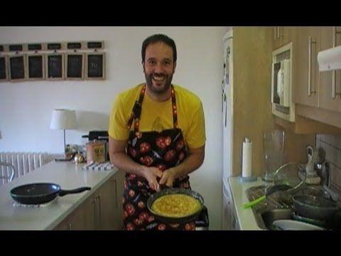 Primal Blueprint Recipe: Spanish Omelet with Caramelized Onions by Nacho Rubio (Subs Español)