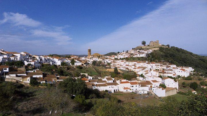 Cortegana ( #Huelva), by @vuelaviajes