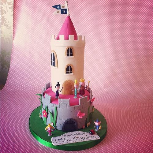Ben & Holly Cake