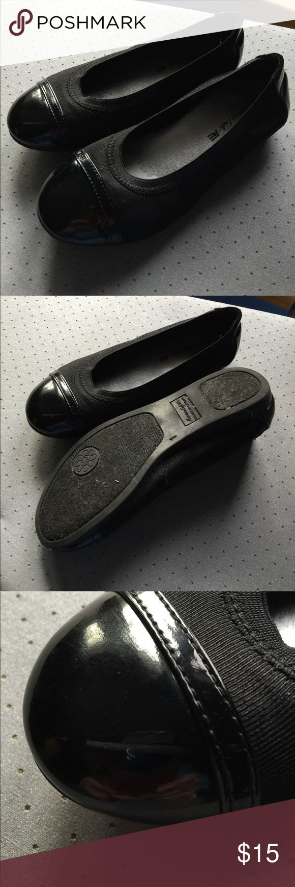 Girls black dress shoes Size 1 girls dress shoes. Patten leather toe. Perfectly paired with a holiday dress from my closet. Right shoe has a scuff on the toe which can be easily buffed out with polish. American Eagle By Payless Shoes Dress Shoes