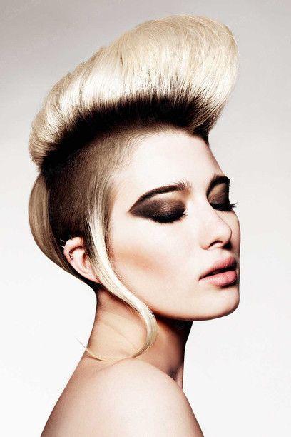Peinado mohawk con pelo rubio y oscuro para 2015