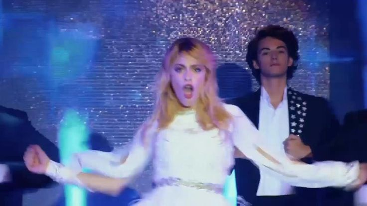 """Violetta 3 - Viloletta canta """"Destinada a Brillar"""" (Show) Capítulo 1 (HD) Oh, Ludmila! :/ #Leonetta"""