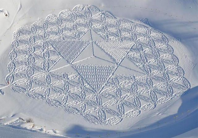 New Snow Art by Simon Beck