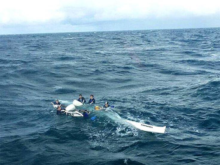 Canoa havaiana vira com 6 pessoas na Baía de Todos os Santos em Salvador