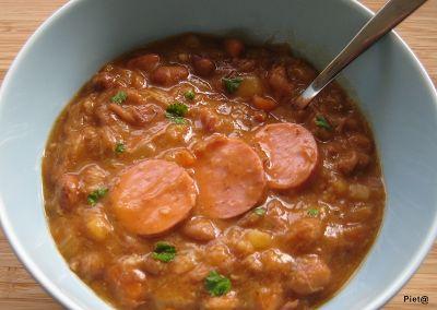 Brown bean soup with smoked sausage / bruine bonen soep met rookworst
