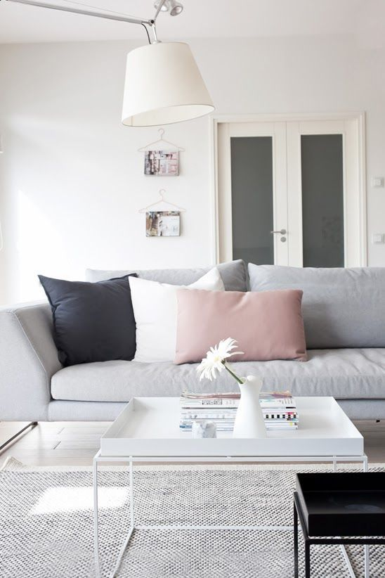 Coastal Style: Scandi Decorating Tips ----- ideia pendurar revistas