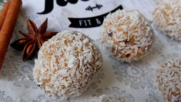 Jáhlovo-kokosové datlové kuličky