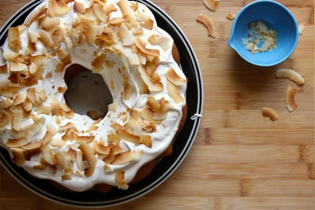 White Bean Bundt Cake with Meringue Frosting and CoconutWhite Beans, Bundt Cakes, Fun Recipe, Beans Bundt, Black Beans, Buntings Cake, Bakers, Mr. Beans, Food Photos