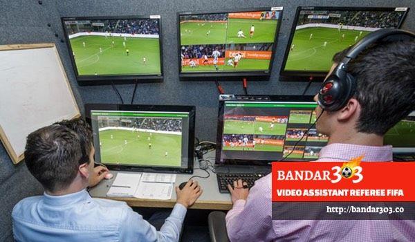Teknologi baru yang merevolusi proses pengambilan keputusan oleh wasit di dalam sebuah pertandingan sepakbola dan dikenal dengan sebutan Video Assistant Referee atau VARs sudah mulai diuji-coba secara intensif oleh FIFA pada pertandingan kelas internasional. Teknologi ini rencananya akan mulai diimplementasikan sebagai bagian dari aturan permainan pada Piala Dunia Russia 2018 yang akan datang.