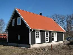 Kuvahaun tulos haulle svart hus med rött tak