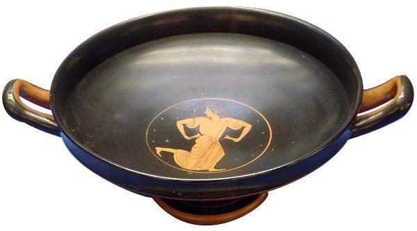 Kylix di Euergides, ca. 500 a.C. British Museum, Londra. Kylix: vaso a forma di coppa utilizzato per servire a tavola.