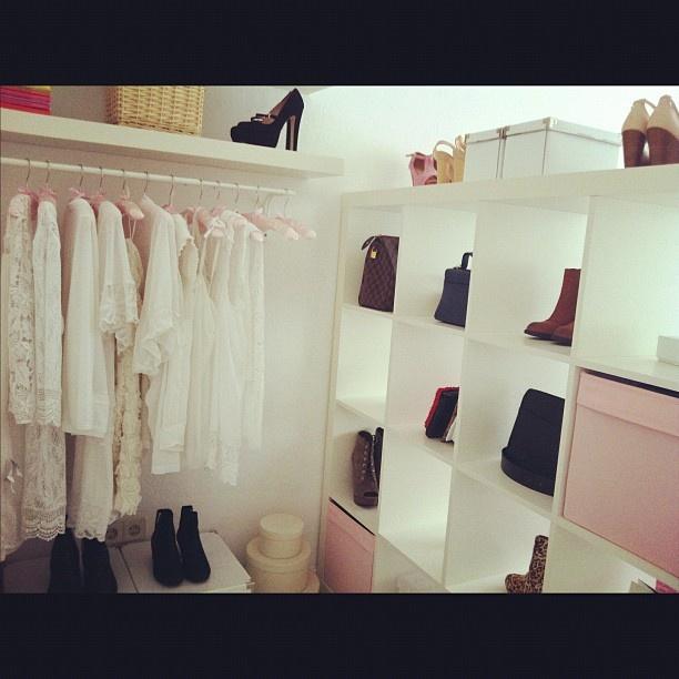 Der einfache begehbare Kleiderschrank