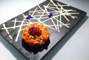 Tartare di Pesce: Tartare di Salmone Caramellato e Verdure con Maionese al Basilico. Un piatto emozio