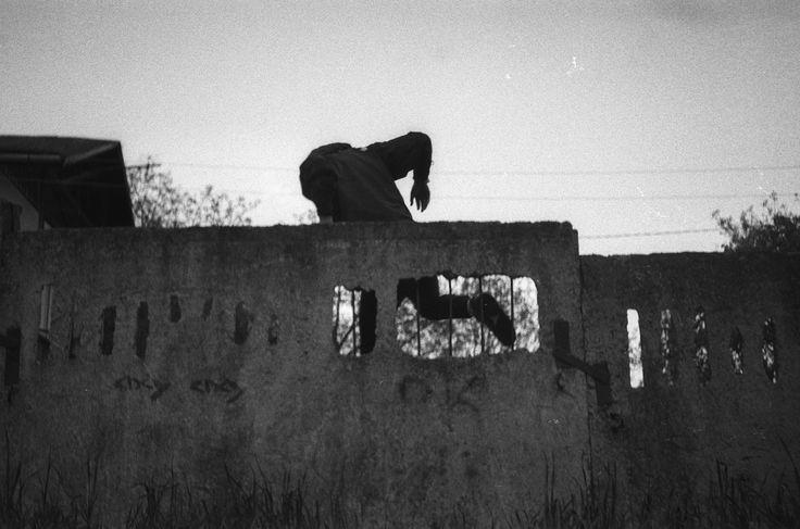 Выпускной альбом: Назар Фурик — Назар Фурик часто возвращается в родной город Коломыю, где снимает повседневную жизнь своих друзей. В его выпускной работе — откровенные фотографии обычной жизни провинциальной молодежи, чьи будни скрашены наркотиками и алкоголем.