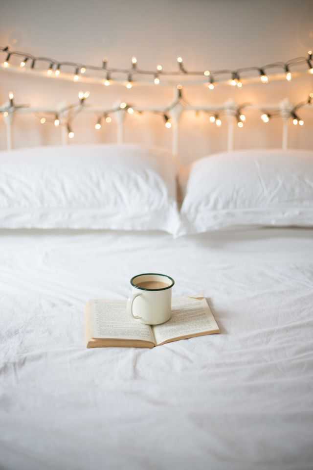 13 Ways to Use String Lights You  Maybe  Haven t Thought of. Best 25  Fairy lights ideas on Pinterest   Room lights  Bedroom