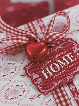 gorgeous way to wrap Christmas or Valentine gifts.
