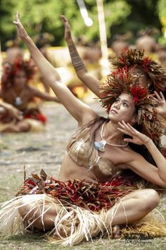 1000+ images about Wahine Hawaiian on Pinterest | Hula Dancers ...