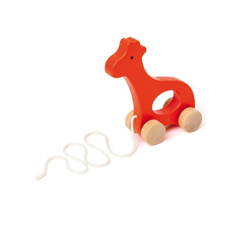 Cette girafe en bois est un jouet à tirer. Elle est facile à attraper et douce à toucher. Pour la promener, l'enfant se met debout et la tire derrière lui. La girafe l'encourage à se déplacer, à se tenir debout et à marcher.