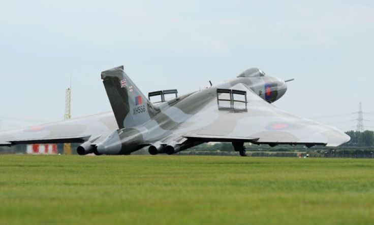 Vulcan landing at Waddington- air brakes out!