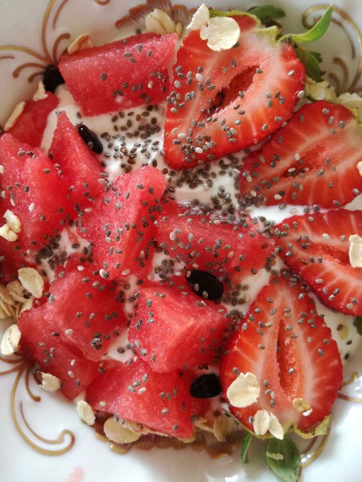 Watermelon. Strawberries. Bio yogurt. Chia. Oat flakes.