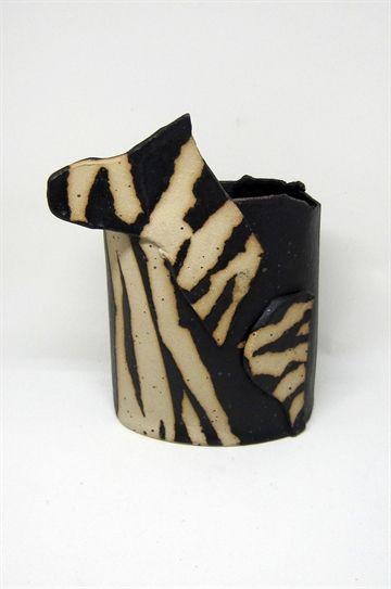 Zebra vase i keramik af Hannah Koppel